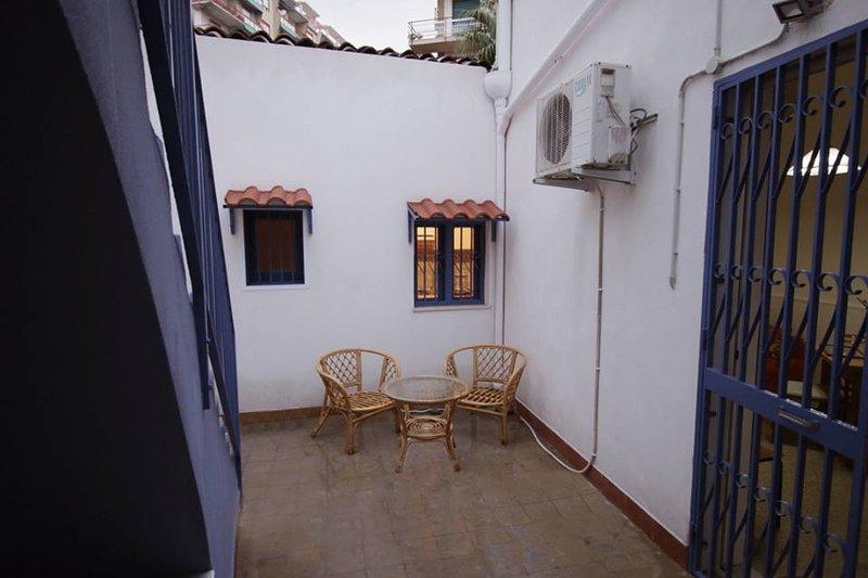 Nice house with terrace & Wifi, holiday rental in Sant'Agata li Battiati