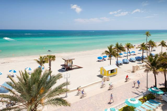 Condo on Beach ocean view from every room, vacation rental in Hallandale Beach