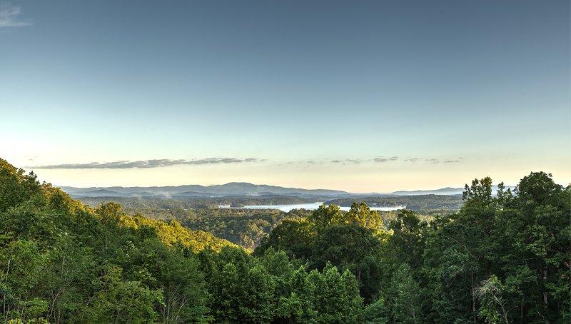 Buenos días, Blue Ridge Mountains y Lake Blue Ridge