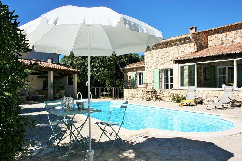 L'Oustau de la Colline, belle maison avec piscine, nature, calme et sérénité, holiday rental in Cavaillon