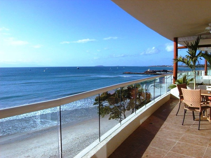 Absolute Beachfront Luxury Condo with great views, holiday rental in Higuera Blanca