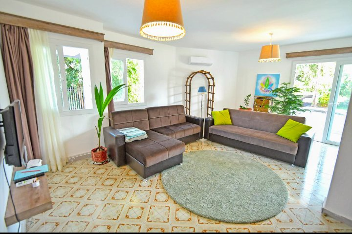 Larimar House ~ 3 Bedroom Beautiful & Quiet Flat in the heart of Nicosia, Ferienwohnung in Nikosia
