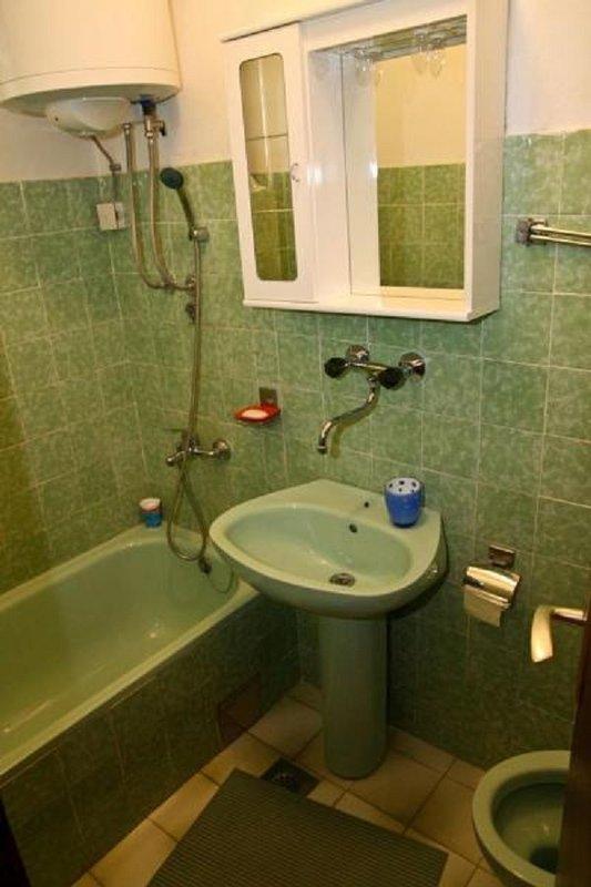 A2 (3 + 2): badkamer met toilet
