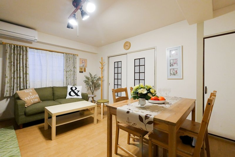 Central 2BR 5min to Namba NSG64, holiday rental in Suita