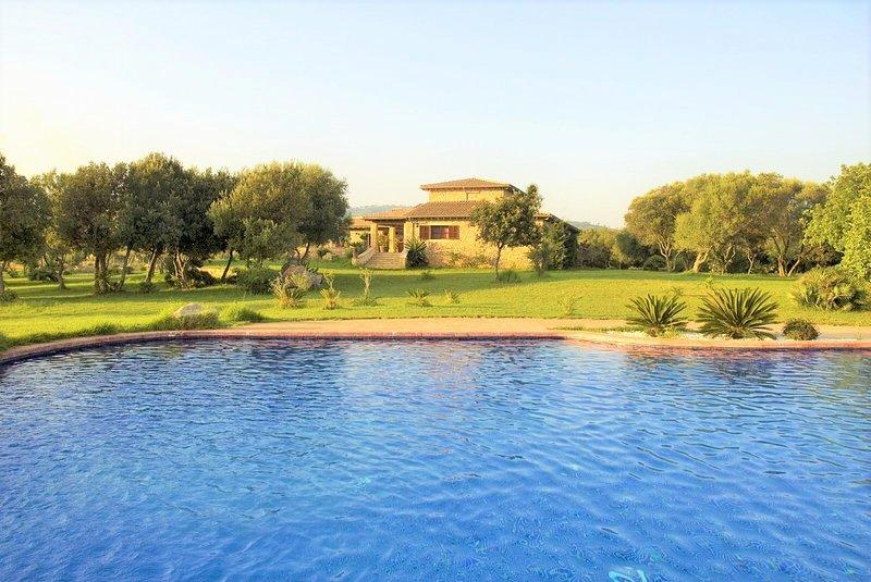 VILLA RIBOT- Rural property in Canyamel. Private pool. BBQ Clear views. Families, location de vacances à Capdepera