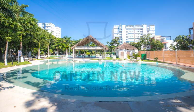 BEATIFUL APARTAMENT SECURE POOLS NEAR OFF BEACH AND MALLS, holiday rental in Cancun