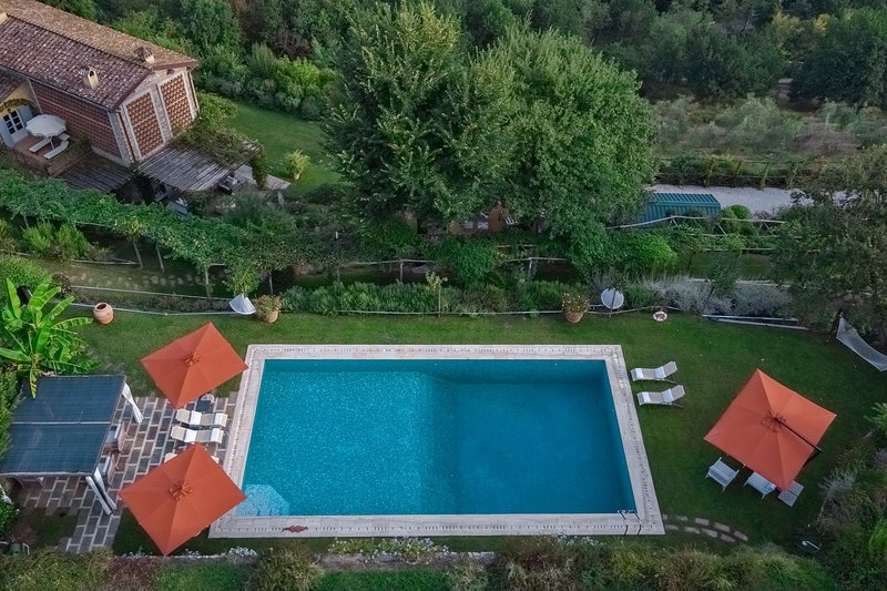 Villa Il Rifugio, luxury Lucca villa for 12+2 pax with A/C, Wi-Fi, private pool, vacation rental in Ponte a Moriano