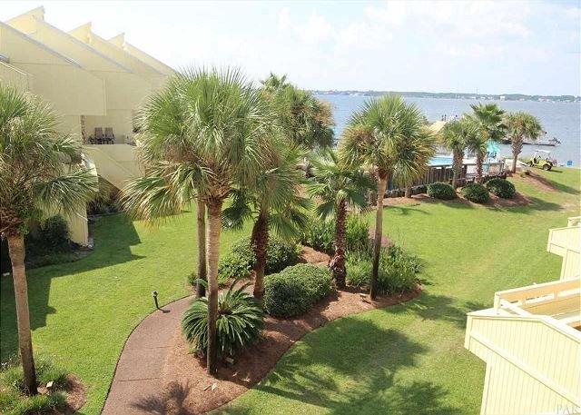 """Santa Rosa Delight""   Amazing Views! Golf Cart rental available, holiday rental in Navarre"