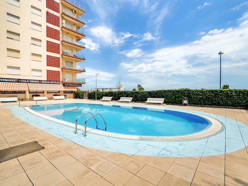 Aparthotel with pool & terrace sea views, vacation rental in Santa Susanna