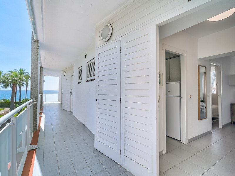 Dreamy mediterranean beach house, vacation rental in Sant Pol de Mar