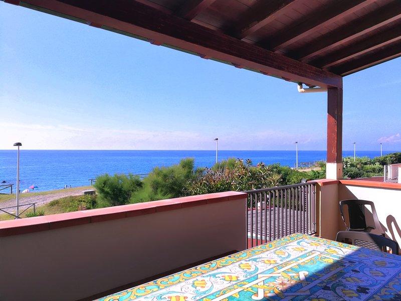 Appartamento direttamente sulla spiaggia - SABBIA, vacation rental in Rocca di Capri Leone