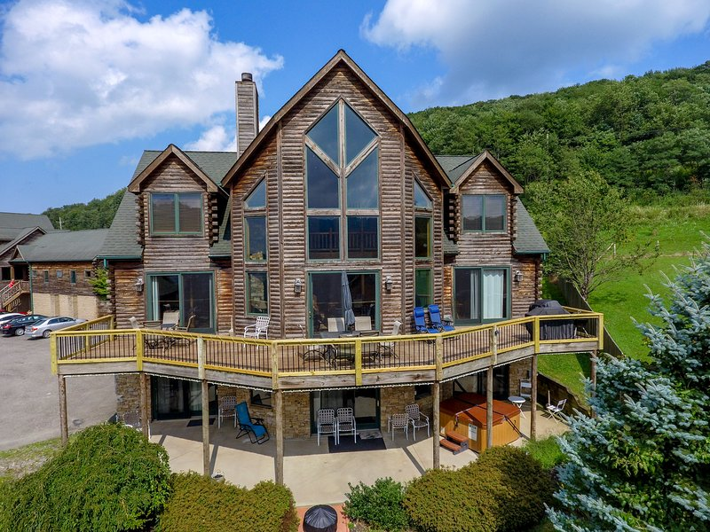 Cedar Chateau, vacation rental in McHenry