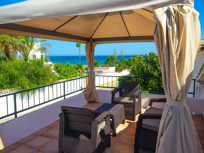 VILLA JOSE - First Line Beach, vacation rental in Benamara