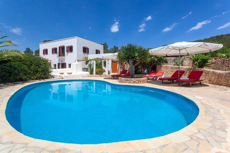 Villa Pau de Baix 2 mins from Santa Ines, holiday rental in Santa Agnes de Corona