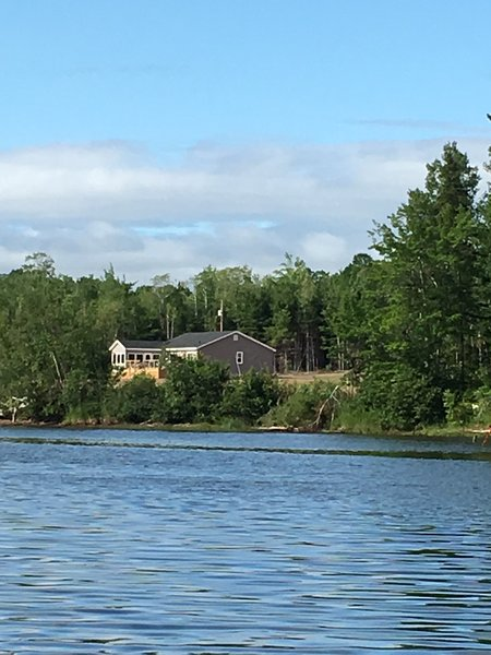 Vista de la casa desde el río.