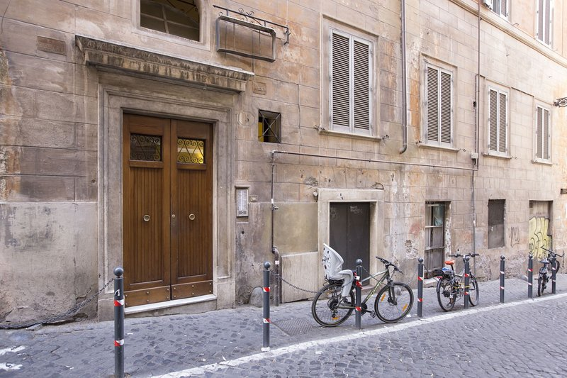 Bernini - entrance