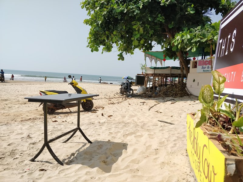 Travellers Hostel on the beach