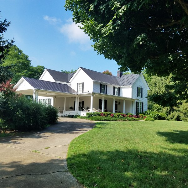 Fabulous Upscale Farm House, holiday rental in West Union