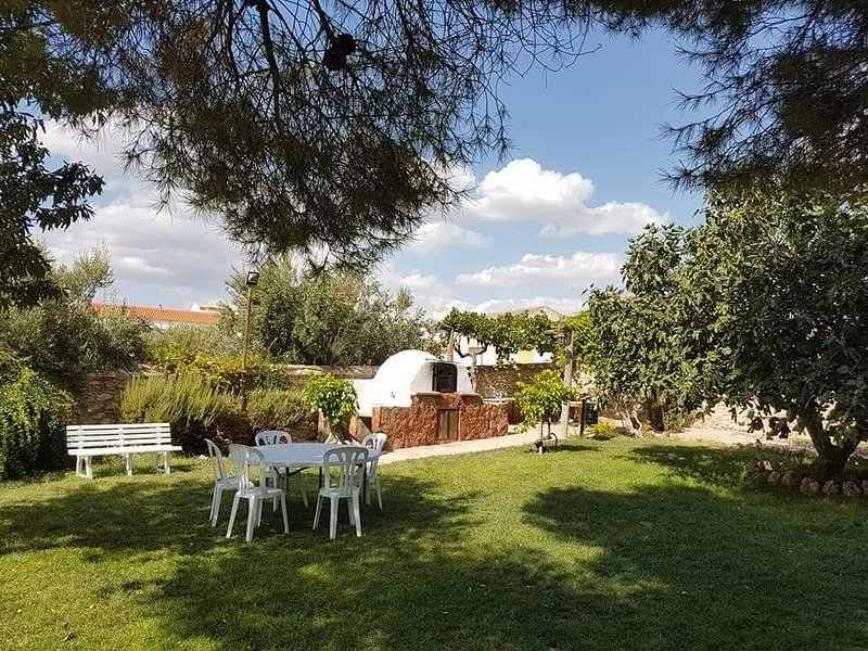 Beautiful apt with swimming-pool, location de vacances à Alhambra