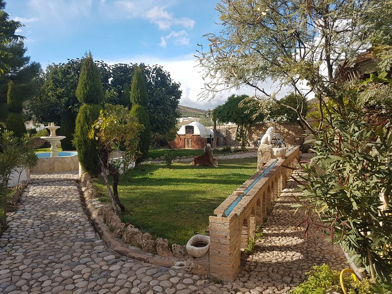 Amazing villa with swimming-pool, location de vacances à Alhambra