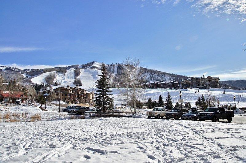Pistes de ski et un endroit idéal pour les enfants à jouer - juste devant