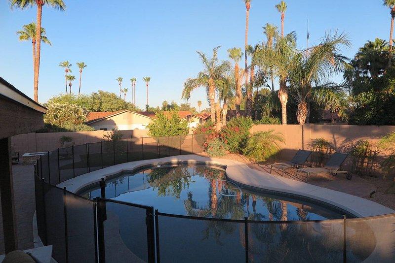 Resort Style Backyard and Pool in Central Scottsdale, aluguéis de temporada em Paradise Valley