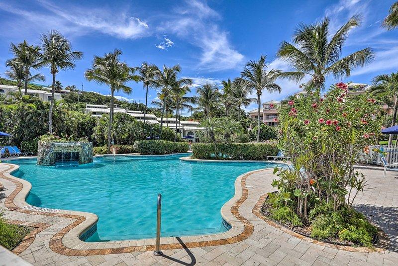 Goditi la piscina dell'Elysian Beach Resort durante il tuo viaggio in questo appartamento!