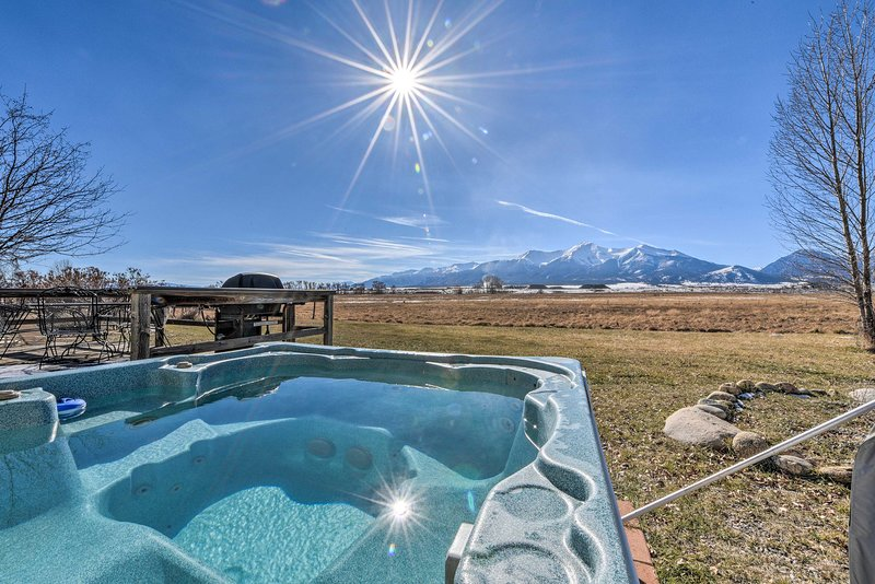 Relax in the hot tub and rejuvenate your soul in this gorgeous landscape!