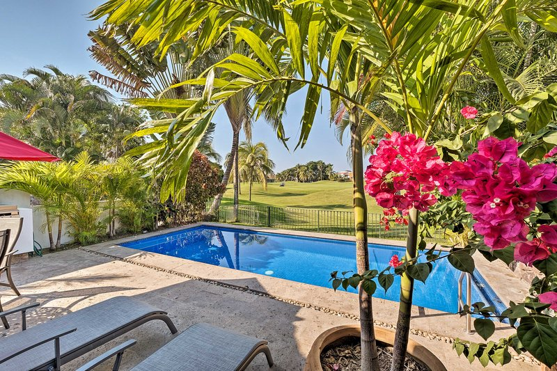 Tropical Retreat w/ Private Pool & Beach Access!, location de vacances à Jarretaderas