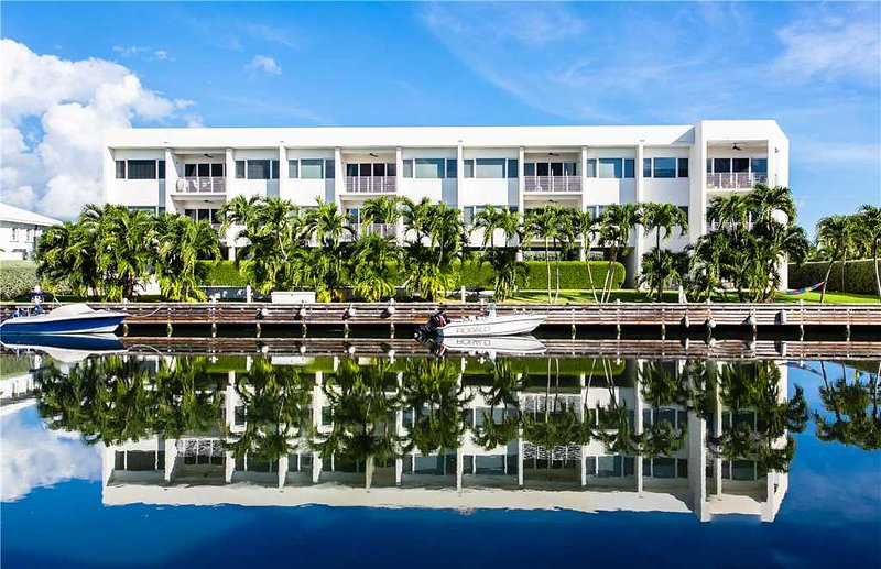 Palm Heights Residents #5, holiday rental in Camana Bay