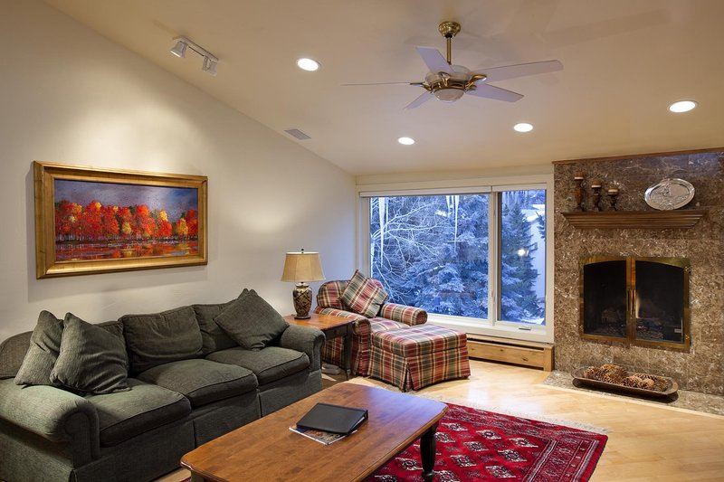 Riva Ridge 760: two bedroom – premier location Vail Village, holiday rental in Minturn