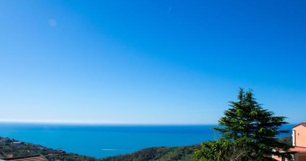 Holiday house, vista mare centralissima, Ferienwohnung in Sant'Agata sui Due Golfi