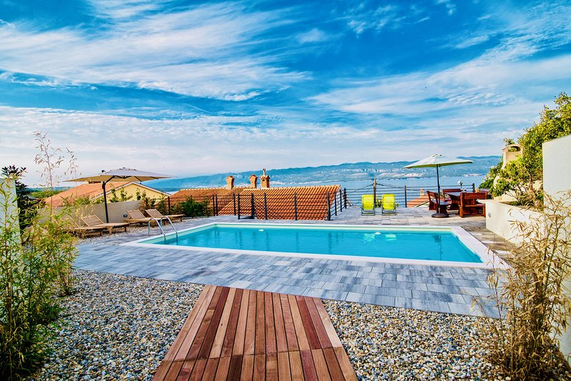Bura Holiday Home - heated swimming pool, historical town, incredible views, casa vacanza a Vrbnik