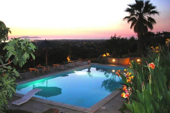Amazing villa with swimming-pool, holiday rental in Rilievo