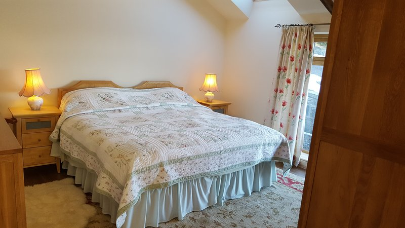 Spacious bedroom can be super king bed or twin bedded room