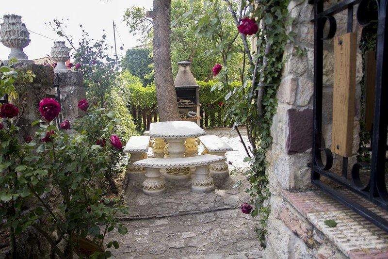 Amazing house with garden & terrace, location de vacances à Cabrejas del Pinar
