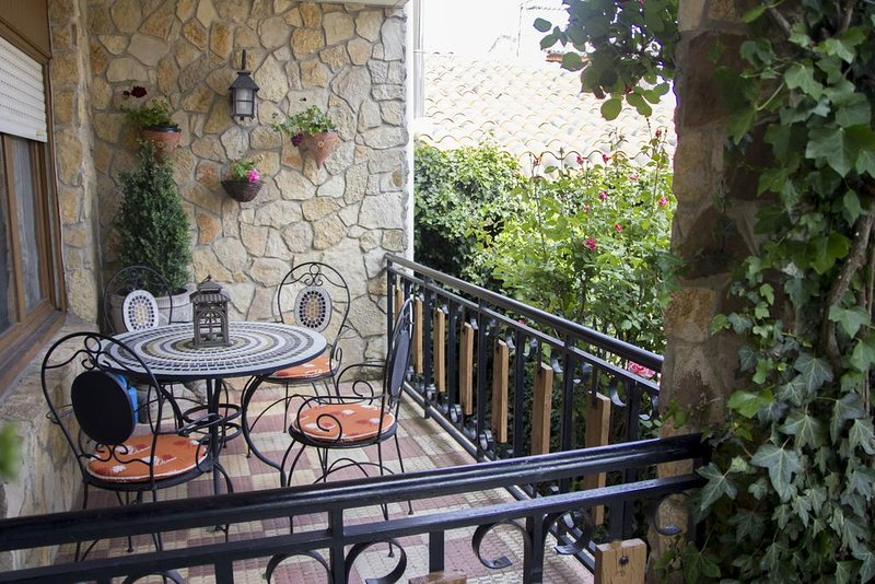 Amazing house with garden & terrace, vacation rental in Canicosa de la Sierra
