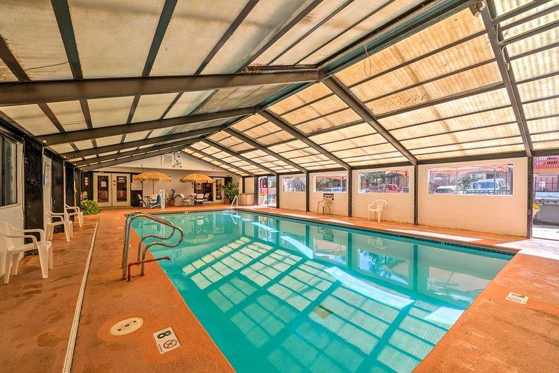 Con l'accesso a una piscina coperta, palestra e altro, questa casa ha tutto.