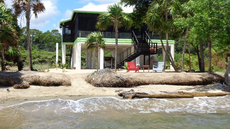 SUN and SEA BEACH HOUSE / Caribbean Sea Private Beach House!, vakantiewoning in Hopkins