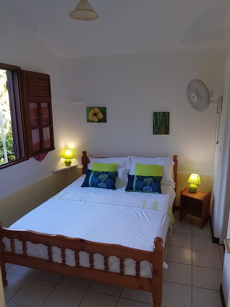 Amazing bungalow with terrace, holiday rental in Le Morne-Vert