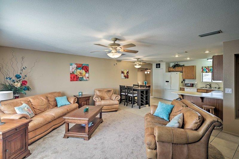 Maak van deze vakantiewoning uw thuisbasis voor al uw avonturen in Lake Havasu!
