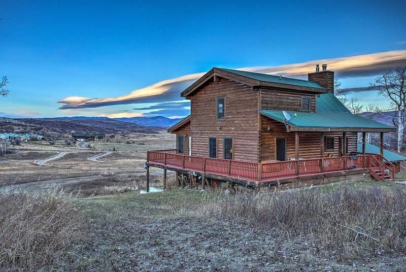 Stunning Steamboat Home - 11 Mi to Ski Resort, vacation rental in Yampa