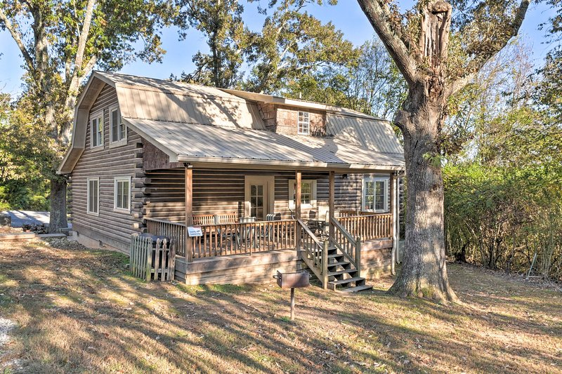 This cozy cabin features 5 bedrooms, 2 bathrooms, and room for 10 guests!