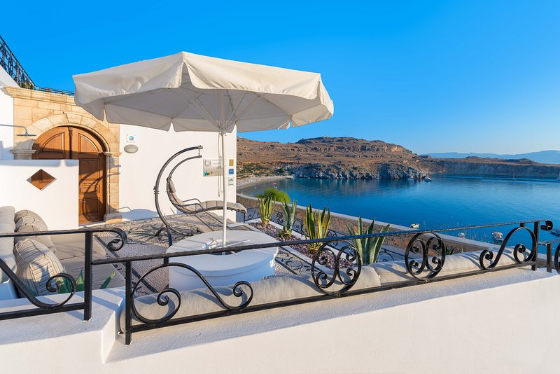 Lindos Shore Boutique Villa just above Lindos main beach with sea view!!!, location de vacances à Rhodes