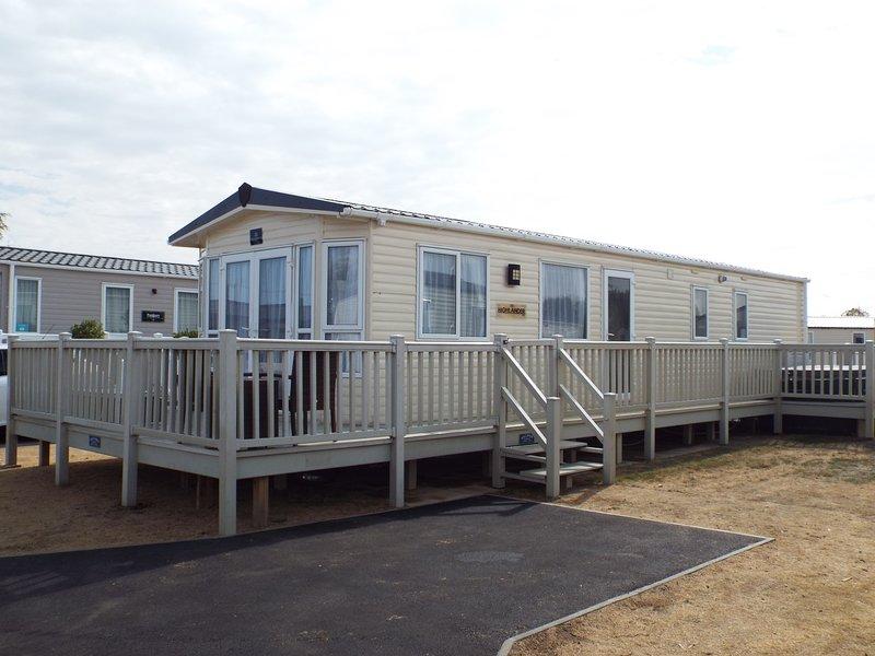 3 bedroom caravan,hot tub,mountain bikes,veranda,gas centrel heating,large smart tv,free wfi