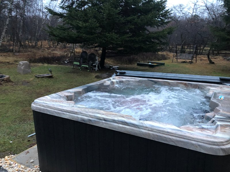 Modern House with Hot Tube, central AC in Poconos, location de vacances à Albrightsville