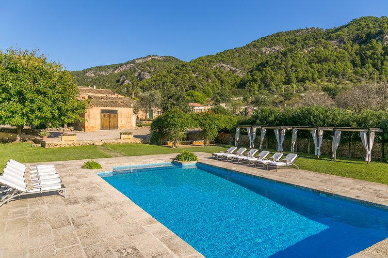 Finca Son Esteve pool wifi sleeps 12 next Port Andratx Mallorca, casa vacanza a Camp De Mar