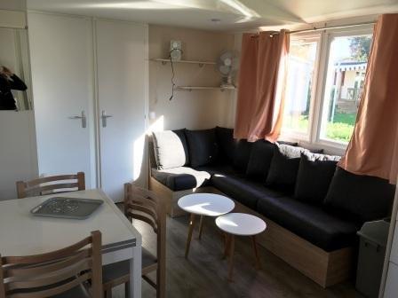 Nice property with terrace, location de vacances à Les Mathes