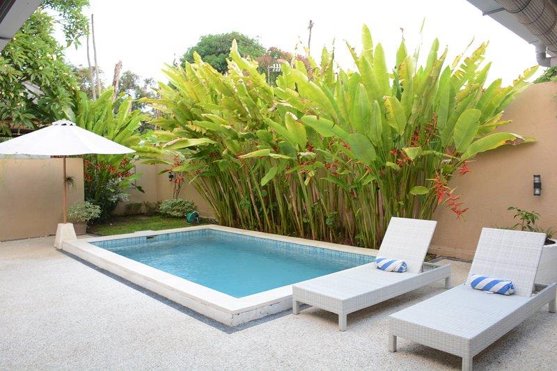Villa Delma perfect pool two bedroom sleeps 4 parking, holiday rental in Sanur