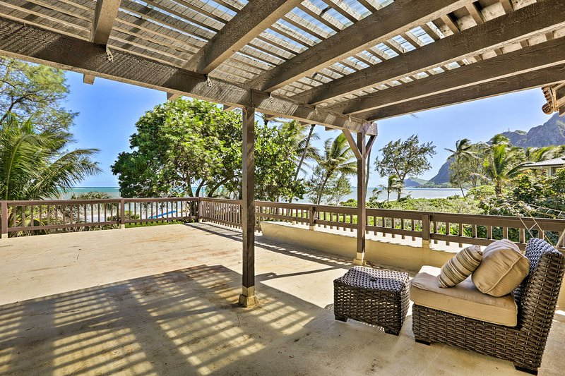 Beachfront Waimanalo Home w/ Pergola & Ocean Views, holiday rental in Waimanalo